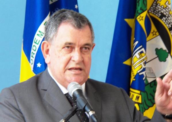 Arnaldo elabora projeto para tornar obrigatório o adiantamento anual do 13º aos aposentados