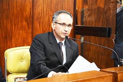 Presidente do INSS é demitido após contratar empresa com sede em depósito de bebida