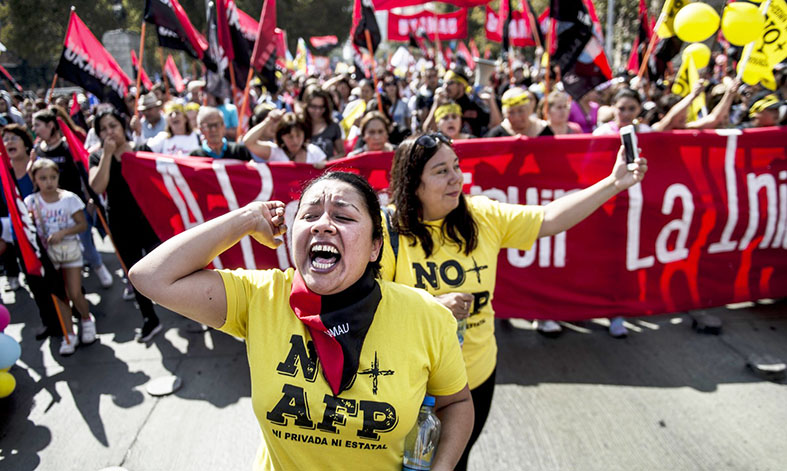 Chilenos protestam contra sistema da previdência herdado de Pinochet