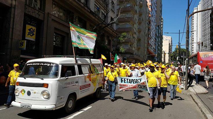 Ato em Porto Alegre reúne 1.000 aposentados e trabalhadores