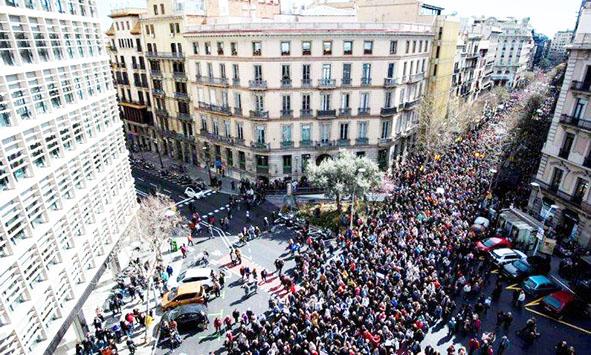 Milhares de aposentados vão às ruas na Espanha por aumento das pensões